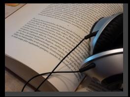 Buch mit Kopfhörer