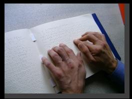 Lesende Hände